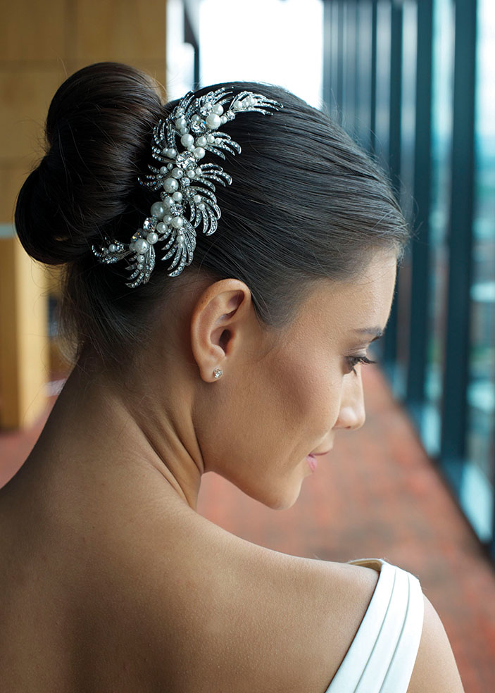 Pearl wedding hair combe