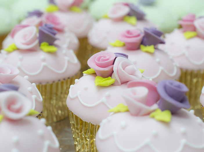 Rose and glitter wedding cupcakes