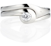 Shape up 2 engagement ring