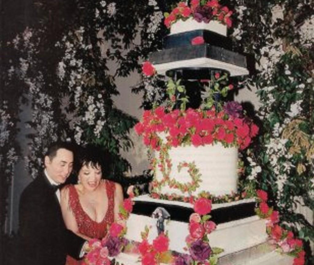 liza minnelli daxid guest wedding cake-309x400