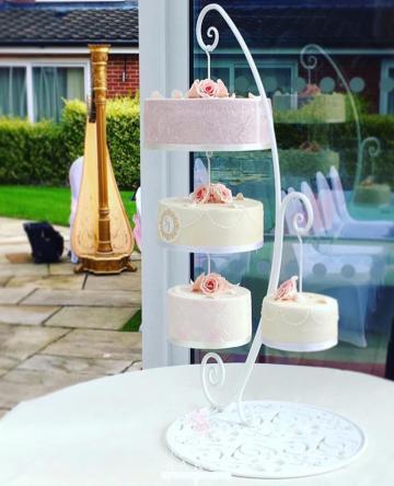 Cakes - Bee's Bespoke Bakes