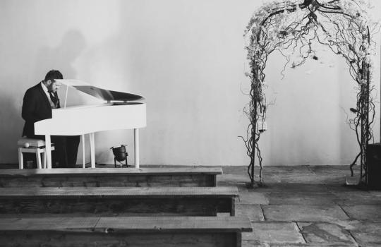 Music & Entertainment - James Hey Piano