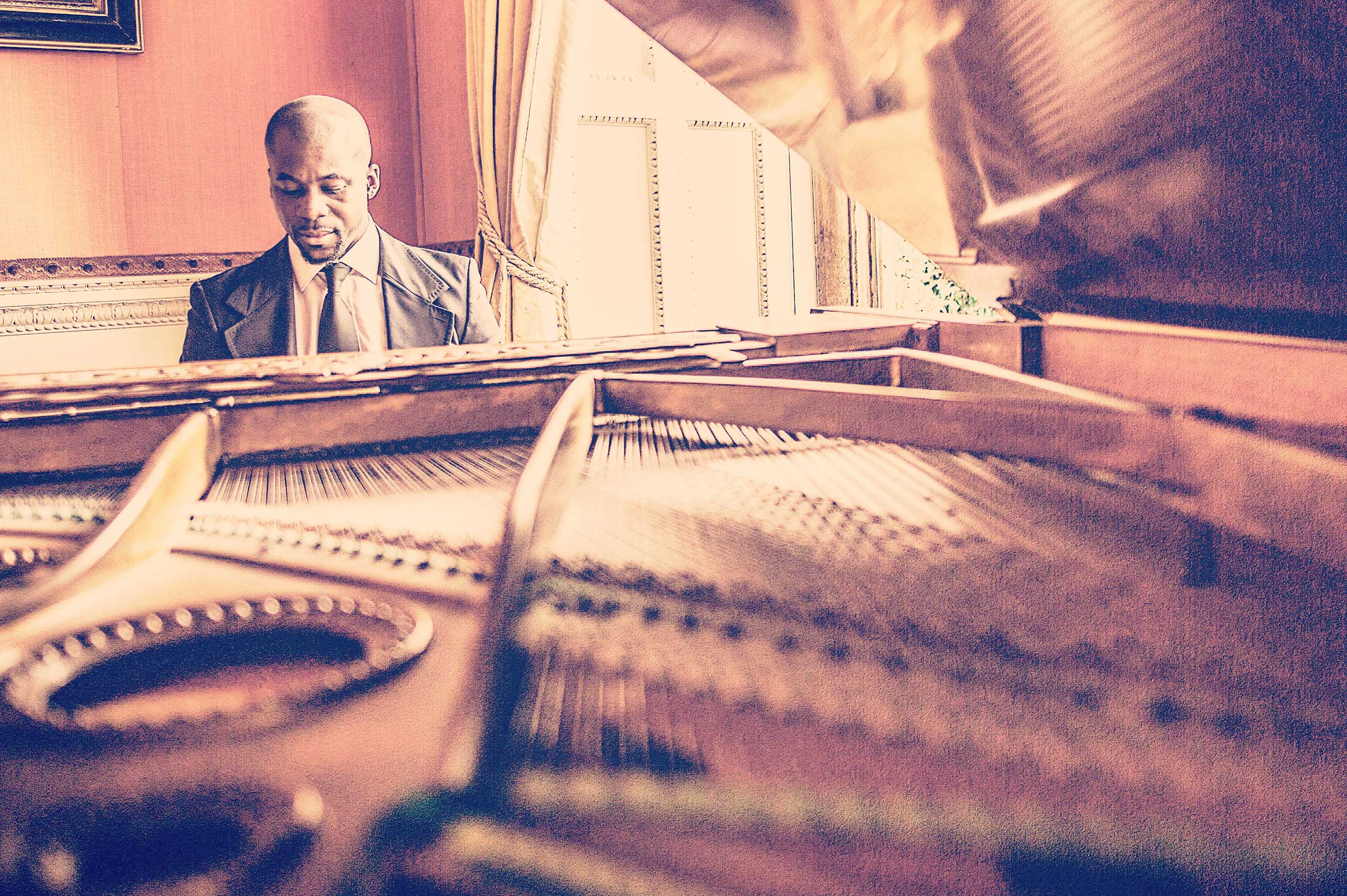 wedding pianist, wedding entertainment