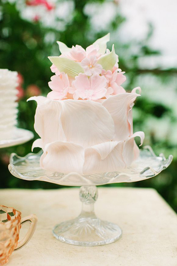 Floral wedding cake, 2018 wedding cake trends