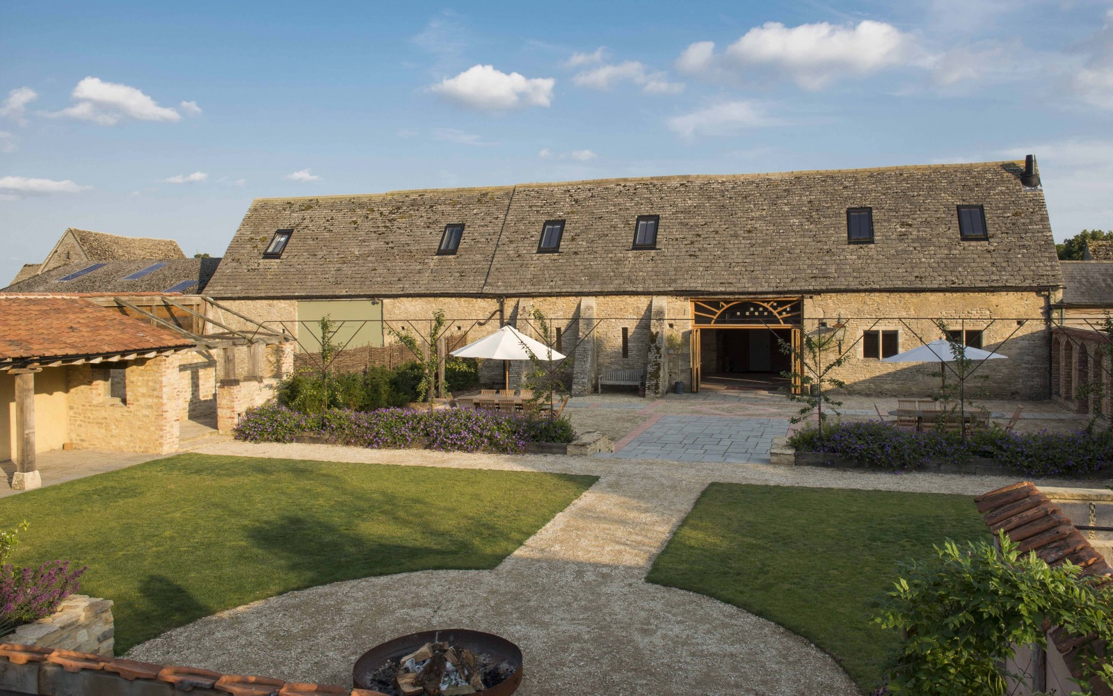 Oxleaze Barn | Barn Wedding Venues | WeddingPlanner.co.uk