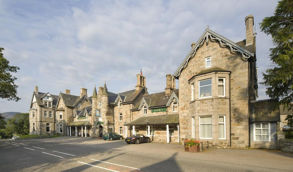 invercauld arms, wedding venues in scotland, scottish wedding venues
