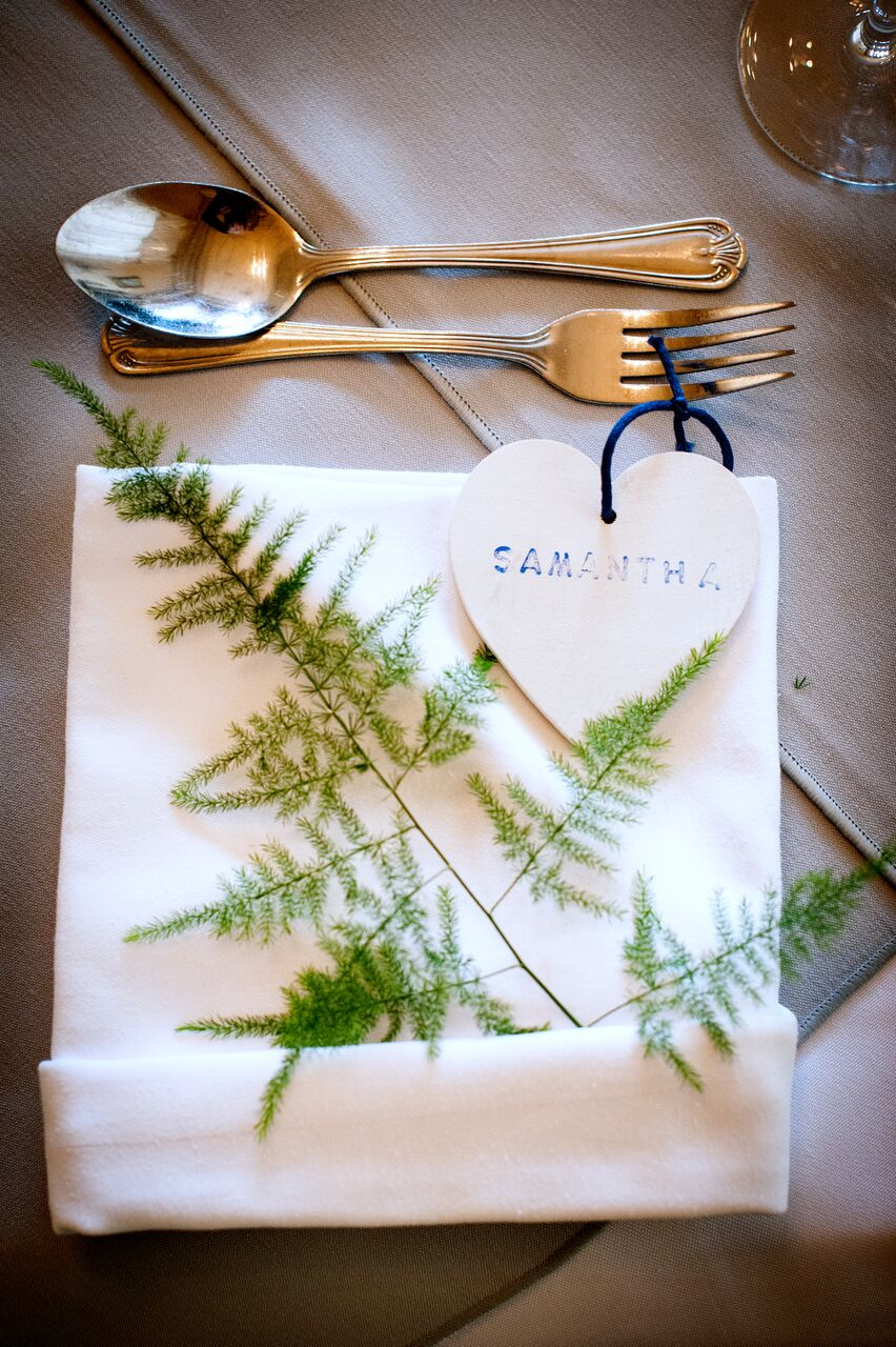winter wedding favour ideas, christmas tree decoration favours