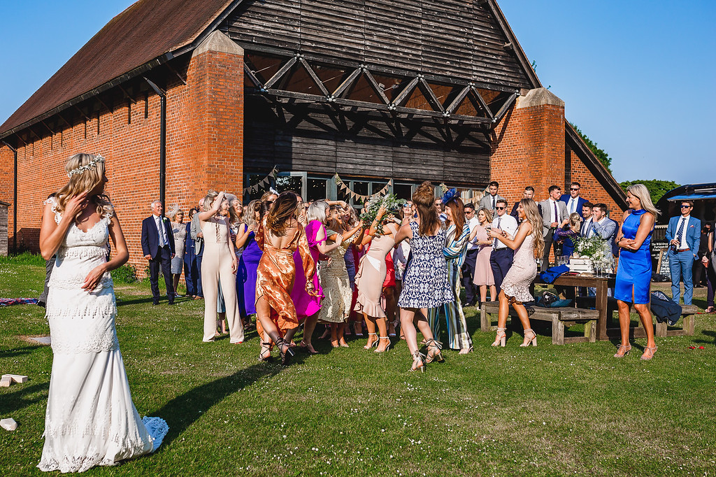 summer wedding, real wedding, wedding inpso, barn wedding