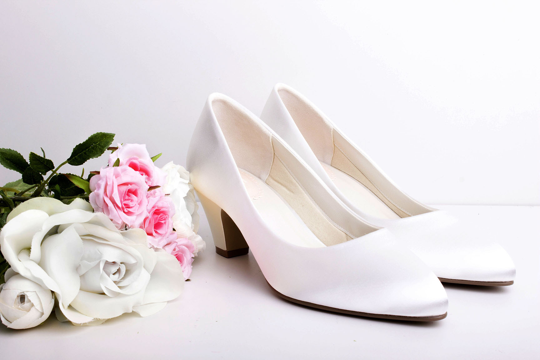 Wedding shoes, shoes, wedding accessories, pink paradox, weddings, wedding planner, top tips, wedding tips, wedding advice, shoe shopping, white shoes,