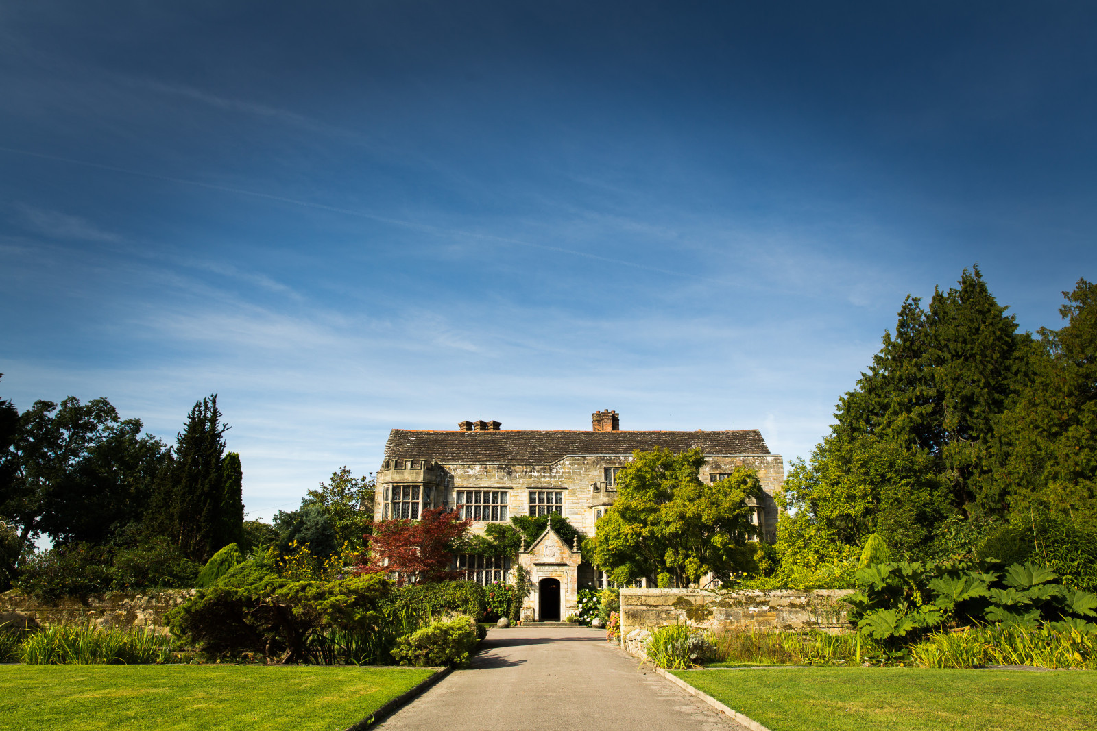 Smallfield Place | Small Wedding Venues | WeddingPlanner.co.uk