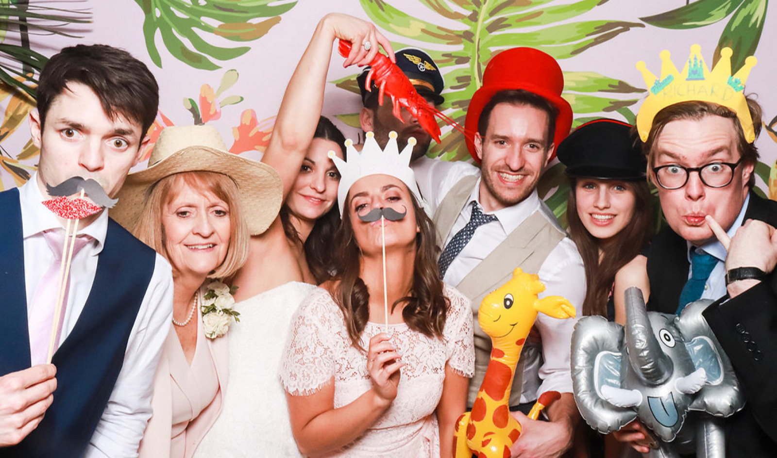 Luxestar Photo Booth - WeddingPlanner.co.uk