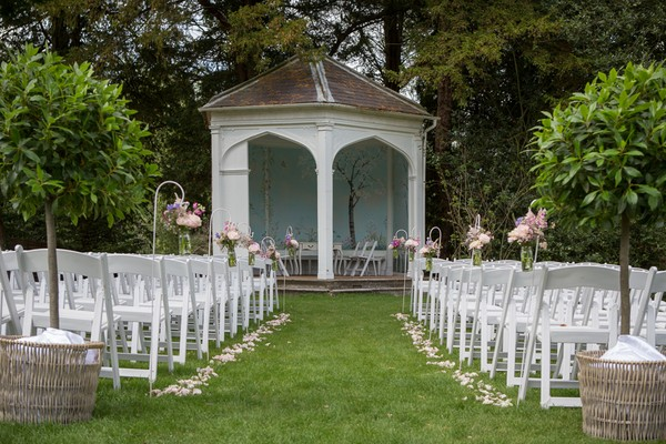 How To Style An Outdoor Wedding Ceremony Weddingplannercouk