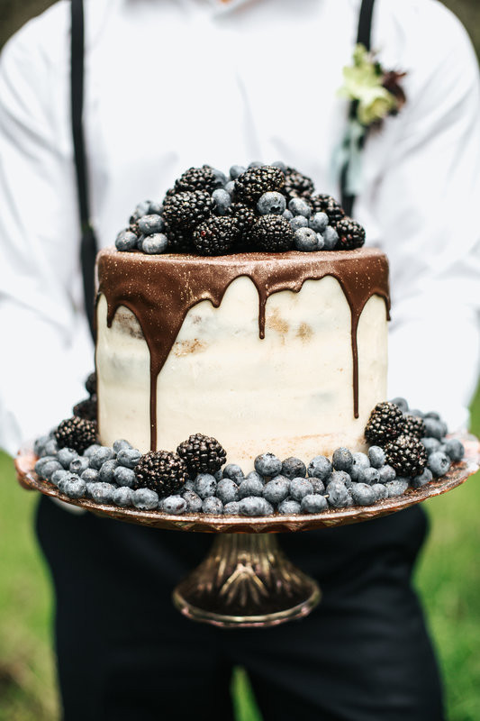 Drip wedding cakes, wedding cake trends, wedding cakes 2018